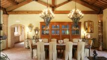 Sala Pranzo Soffitto Travi in Legno Villa Toscana Maremma