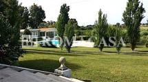 Giardino con Piscina Villa Pratica di Mare -ROMACASA